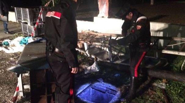 Bimbo morto nel pozzo, i carabinieri sul luogo della tragedia