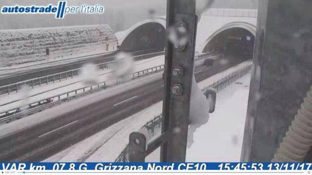 La neve dalla Webcam di Autostrade, sulla Bologna-Firenze, in entrata a Buttoli