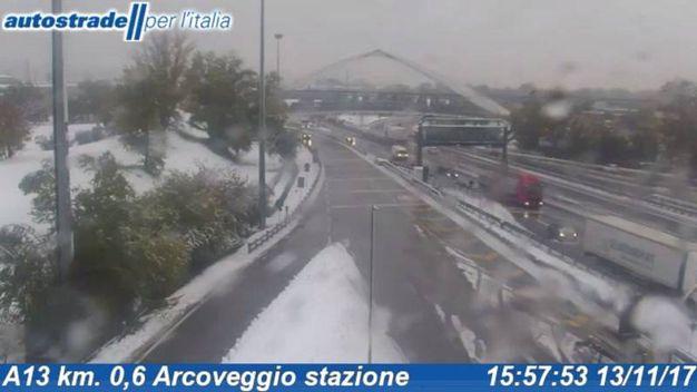 La neve dalla Webcam di Autostrade, all'altezza di Bologna