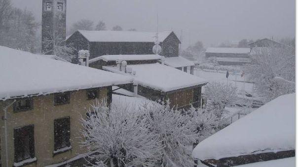 Montepiano sotto la neve il 13 novembre 2017 (foto webcam valbisenziometeo.it)