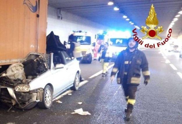 L'incidente in galleria tra Impruneta e Scandicci sull'A1 (Foto: Vigili del fuoco)