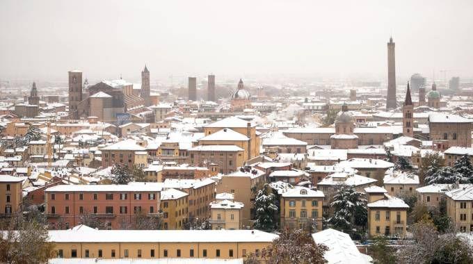 Meteo, la neve a Bologna il 13 novembre 2017 (Lapresse)