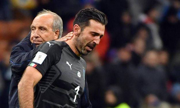 Buffon in lacrime consolato da Ventura (Ansa)