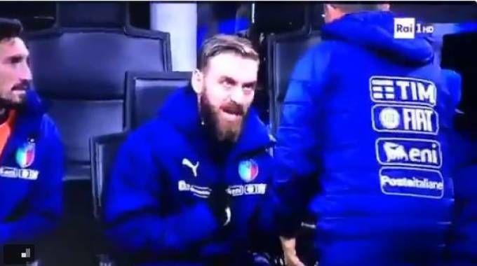 Daniele De Rossi, lite in panchina durante Italia-Svezia