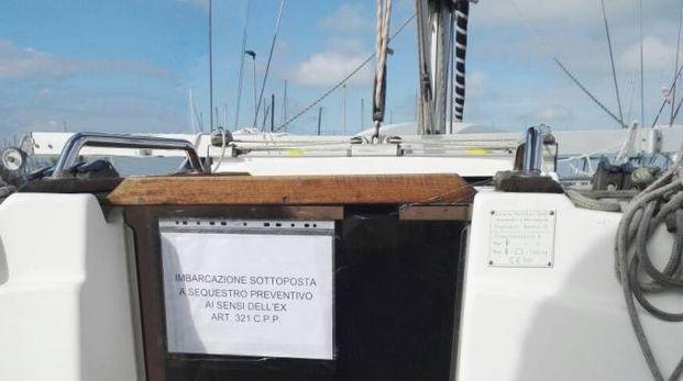La notifica di sequestro sulla barca