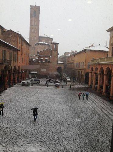 La neve in piazza Verdi