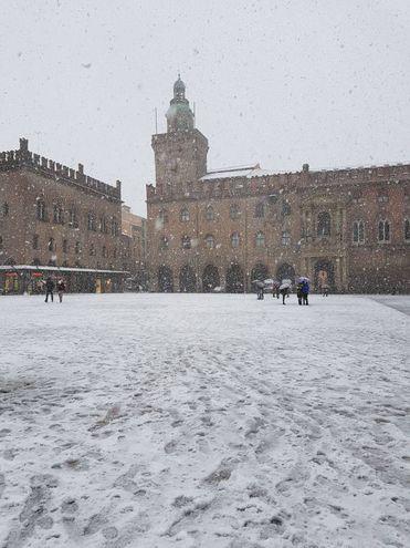 Piazza Maggiore e la neve, foto di Denny