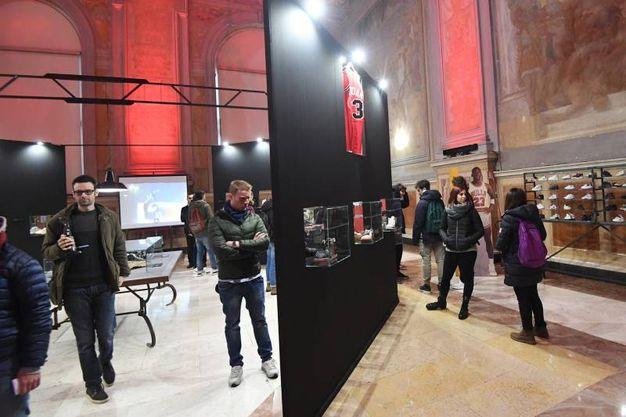 Il primo pubblico alla mostra (fotoSchicchi)