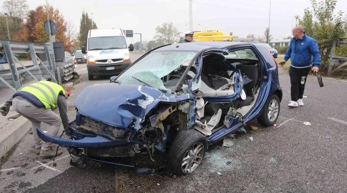 L'auto devastata
