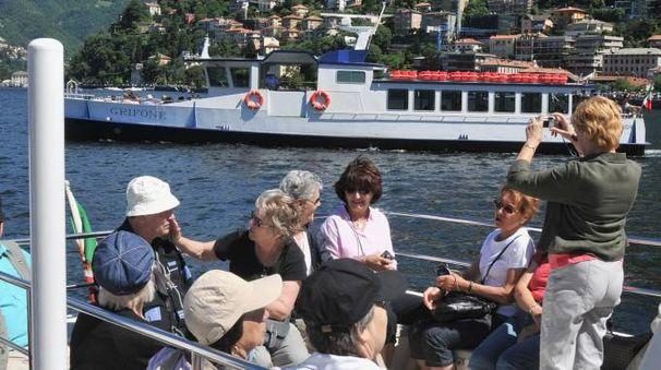 Turisti sul lago di Como