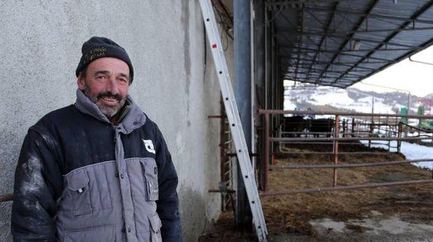 Marco Francia nel suo allevamento a Loiano, rimasto a secco