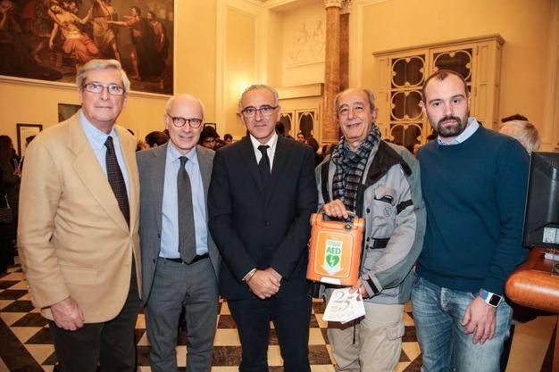 La donazione di un defibrillatore al teatro: Antonio Breschi, Marco Giorgetti, Nicola Armentano, Alessandro Lombardi, Samuele Gaggio (foto Giuseppe Cabras/New Pressphoto)