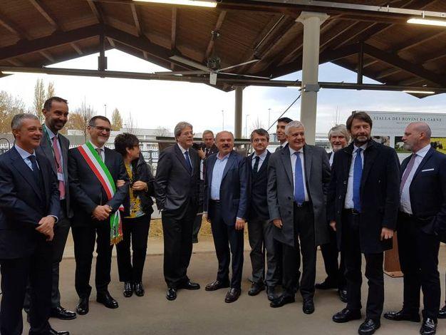 La visita alle stalle con Merola, Farinetti, Segrè, Martina, Galletti, Poletti, Franceschini (Dire)