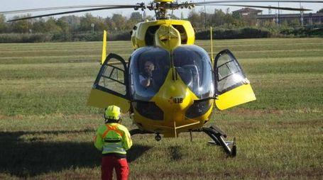L'uomo è stato portato con l'elisoccorso prima nell'ospedale di Adria poi a Rovigo