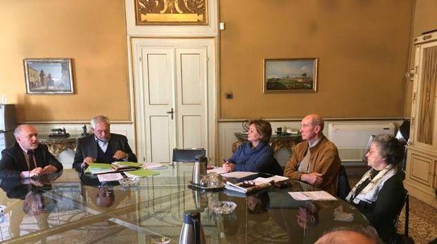 Un momento dell'incontro tra il sottosegretario Baretta (secondo da sinistra) e gli azzerati Carife