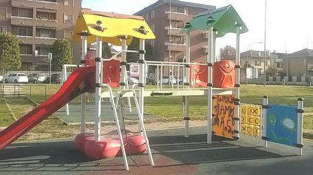 Il parco giochi di via Diaz preso di mira dai vandali