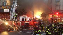 New York, incendio in un palazzo di 7 piani (da FDNY Twitter)