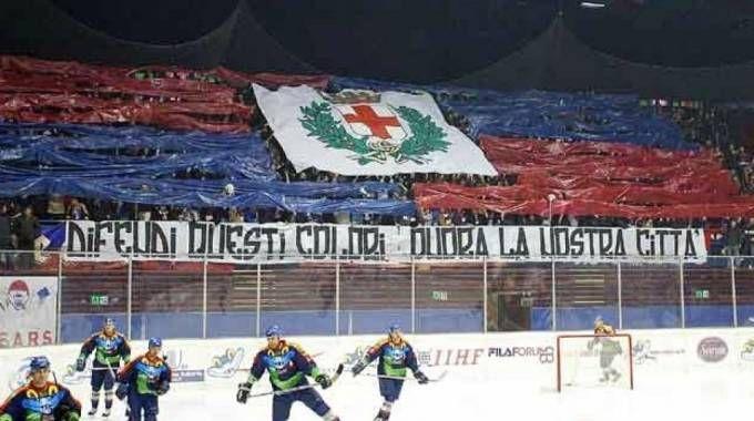 La curva dell'Hockey Milano Rossoblù, feudo della destra