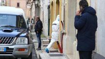 Taranto, forze dell'ordine sul luogo della tragedia (Ansa)