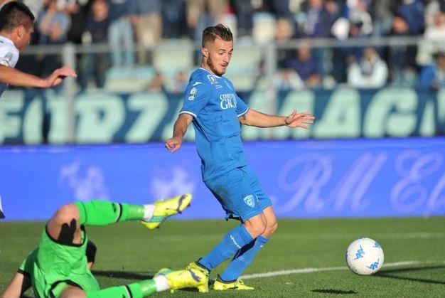 Agliardi lascia sfilare il pallone che Donnarumma spinge in rete (foto LaPresse)