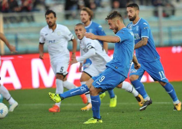 Il gol su rigore di Donnarumma per il 2-0 (foto LaPresse)
