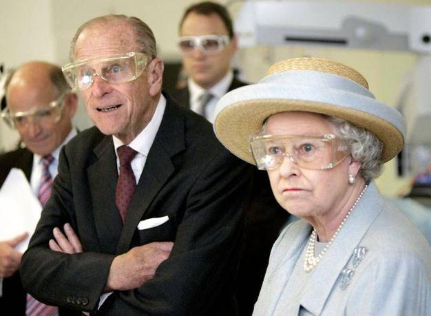 Nel 2005 con gli occhiali di protezione per una dimostrazione di chirurgia al laser (Lapresse)