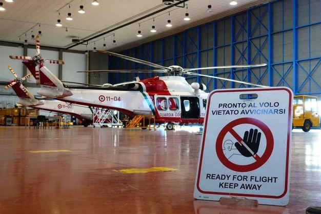 L'hangar della base di Sarzana e gli elicotteri AW139 dell'Agusta Westland (foto di Luca Castellani)