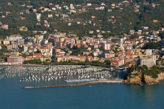 Le Cinque Terre viste dall'elicottero della Prima sezione di volo elicotteri della Guardia Costiera di Sarzana (foto di Luca Castellani)