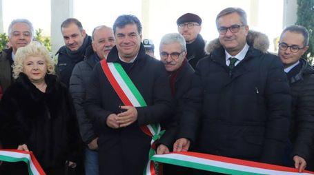Il sindaco Seri taglia il nastro
