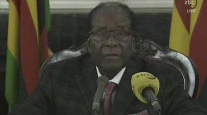 Robert Mugabe, presidente dello Zimbabwe, parla in tv (Ansa)