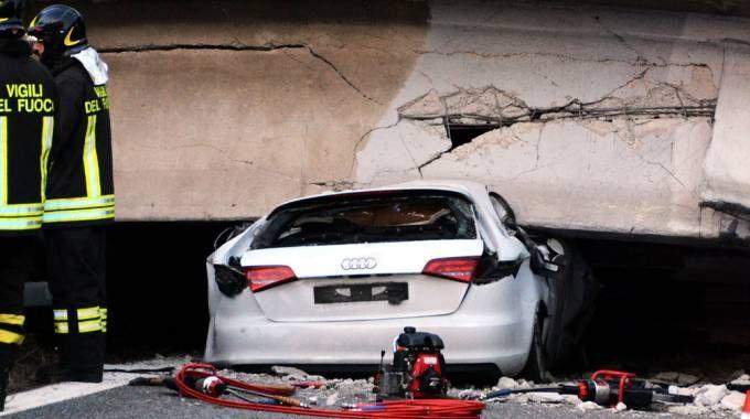 L'auto in cui ha perso  la vita Claudio Bertini, l'unica vittima  del crollo del ponte di Annone: nessuna  delle persone coinvolte è stata risarcita