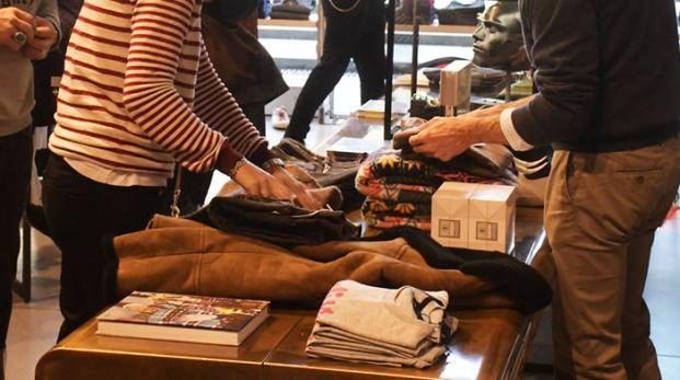 Black Friday, shopping in una foto d'archivio FotoRiccione