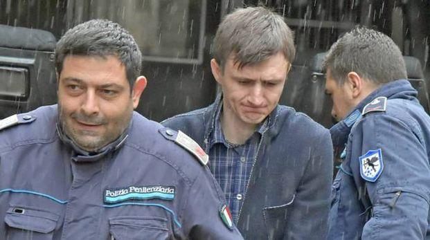 Radion Suvac è considerato responsabile di aver travolto e trascinato per un chilometro la giovane mentre fuggiva su un'auto rubata