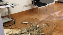 Piove dentro il tribunale di Pesaro
