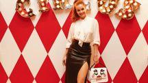 La top model Barbara Palvin con una delle borse della capsule Circus di Tod's