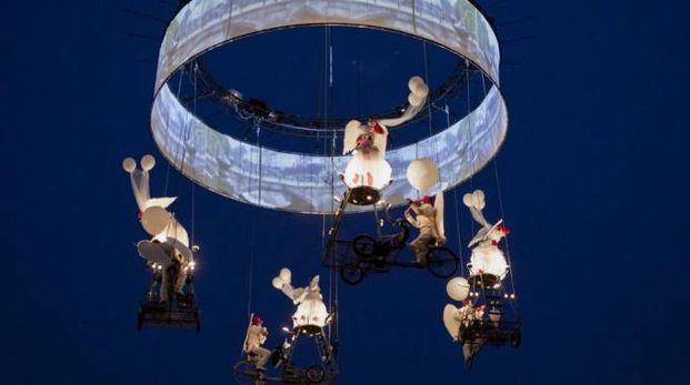 Lo spettacolo  aereo della compagnia belga Theater Tol