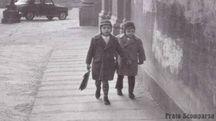 Bambini in piazza del Collegio