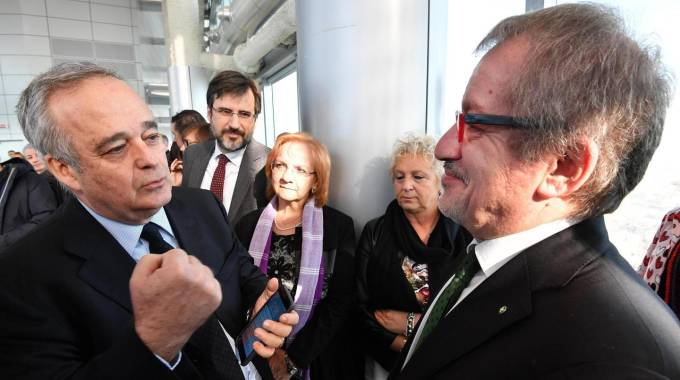 Il sottosegretario Gianclaudio Bressa e Roberto Maroni
