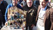 Salvini porta il presepe in regalo a Giuseppa Fattori (foto Conforti)