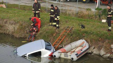 Auto piomba nel canale, muore un uomo di 48 anni (Scardovi)