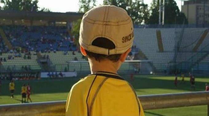 Un giovanissimo  tifoso gialloblù