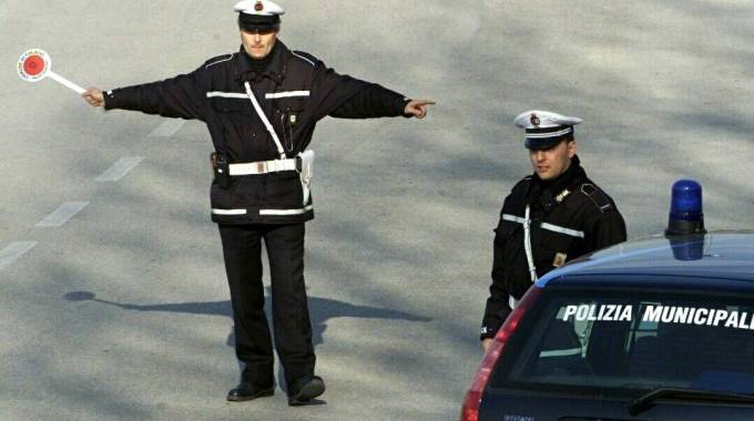 Vigile regola il traffico