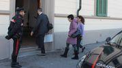 Magistrati e uomini della scientifica entrano nel palazzo di via Ferrer per i rilievi