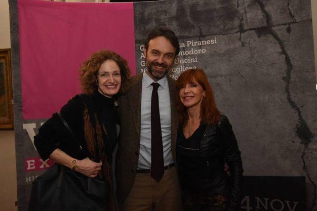 Guglielmo Garagnani con la moglie (a sinistra) e Beatrice Spagnoli  (foto Schicchi)