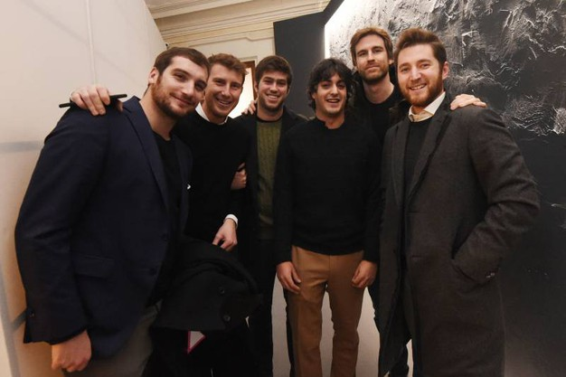 Bruno Riffeser con amici alla preview di The Wall Exhibition (foto Schicchi)