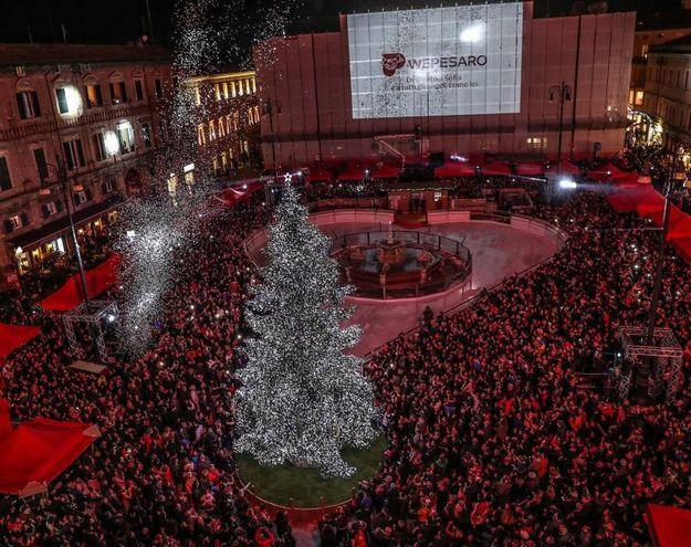 L'accensione delle luminarie e dell'albero di Natale (fotoprint)