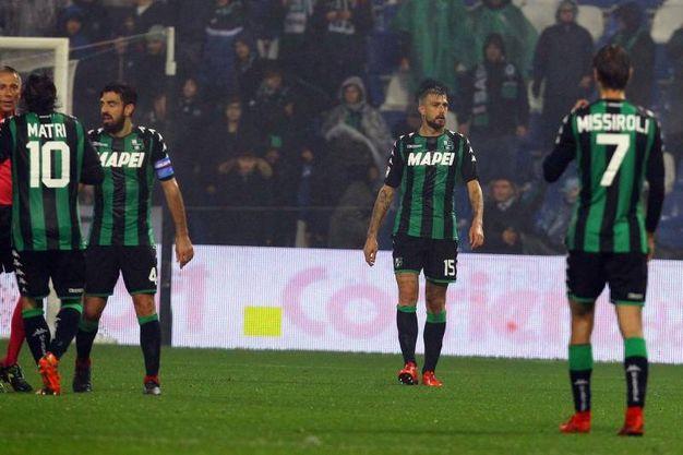 La delusione dei giocatori del Sassuolo (foto LaPresse)