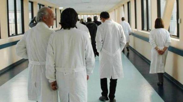 Medici in un ospedale (foto repertorio)