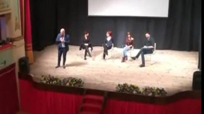 Il sindaco di Offida, Valerio Lucciarini, parla agli studenti