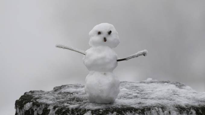 Previsioni meteo, settimana invernale. Arriverà la neve anche in pianura (foto Lapresse)